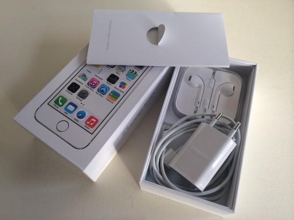 Accesorios incluidos en la caja del iPhone 5S