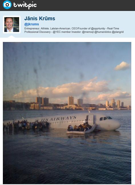 El avión de US Airways en el río Hudson (foto en Twitter)