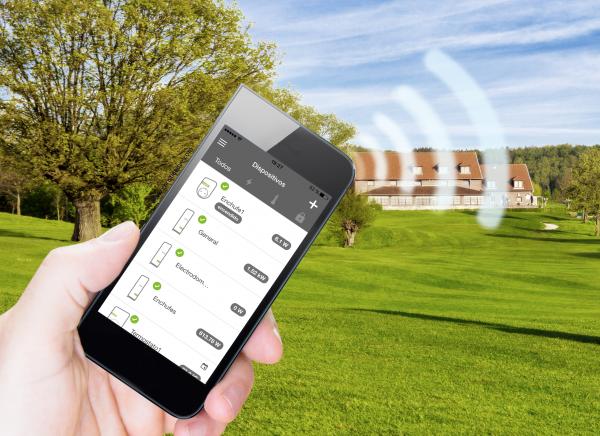 Cómo controlar la casa desde el móvil, web o tableta