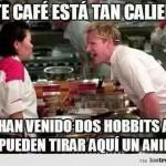El café está tan caliente que han venido dos hobbits a ver si pueden tirar el anillo...