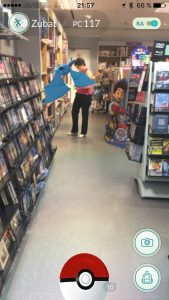 Zubat en una librería