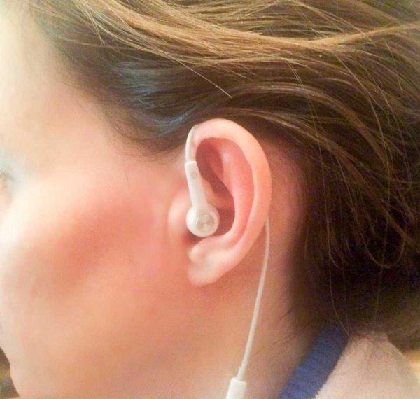 Colocados de esa manera, los auriculares de oído no se caen...