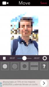 Deslizar (move) la parte pixelada o difuminada por las zonas del vídeo