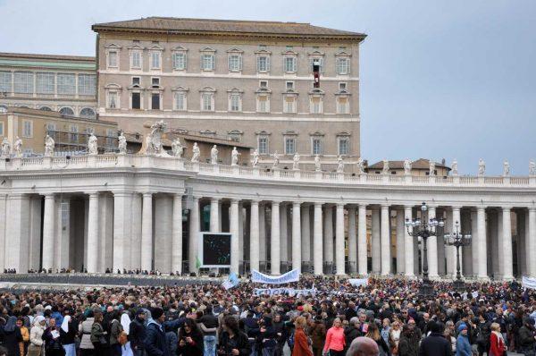 El Papa oficiando una misa... Ejemplo de blockchain