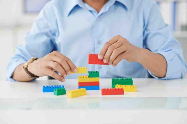 Desarrollar la creatividad jugando en el puesto de trabajo con las manos