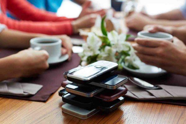 No usar los móviles en las reuniones de amigos