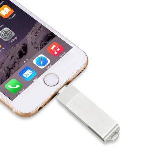 Memoria USB conectada directamente al iPhone o iPad