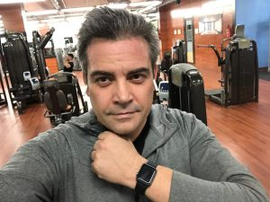 Álvaro de los Santos y su Apple Watch
